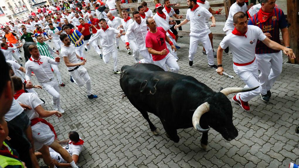Tres heridos en el primer encierro de San Fermín, uno de ellos por asta de toro