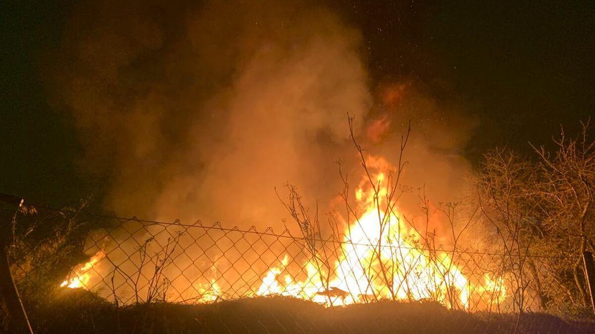 Desalojada una familia por un incendio en unas chabolas de Las Tablas (Madrid)