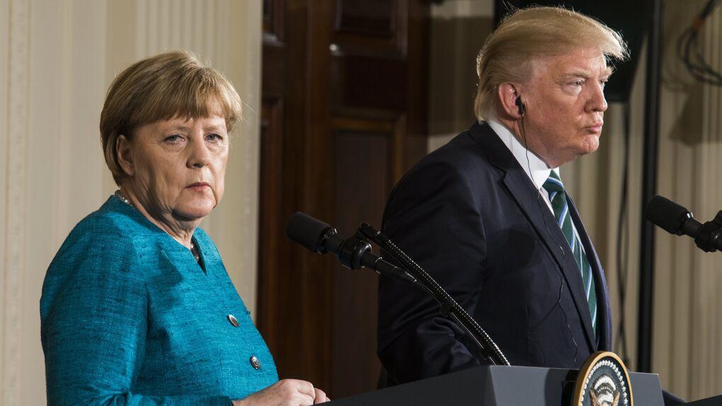 Tensión en la Casa Blanca: Trump ignora a Merkel cuando le pide un apretón de manos