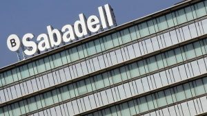 Banco Sabadell y American Express alcanzan un acuerdo para la gestión de pagos con tarjeta