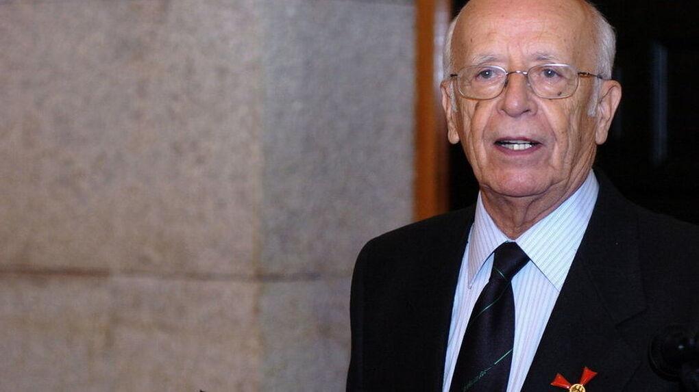 Emilio Lledó rechaza la medalla de la Comunidad de Madrid