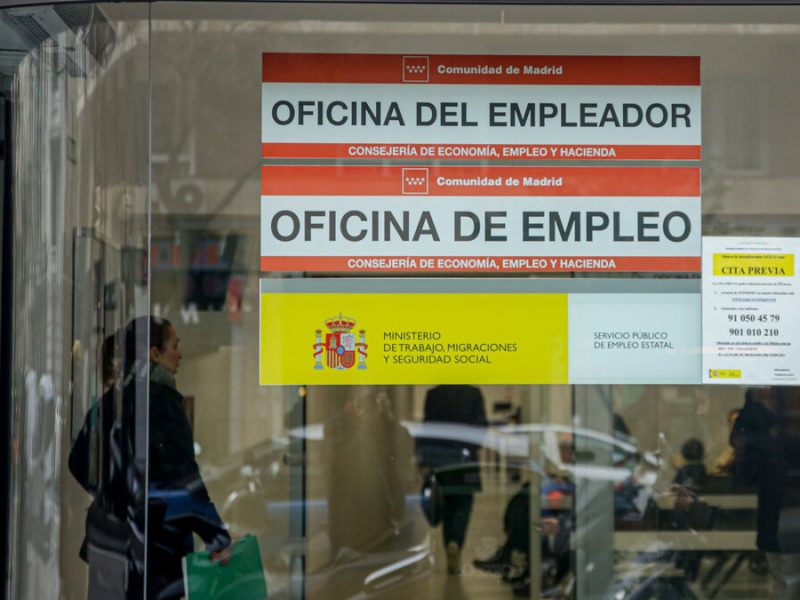 El SEPE moviliza in extremis a sus empleados para poder pagar a tiempo las prestaciones