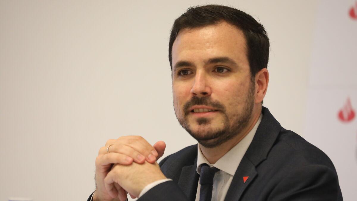 Garzón prohibirá los teléfonos 902 en los servicios de atención al cliente