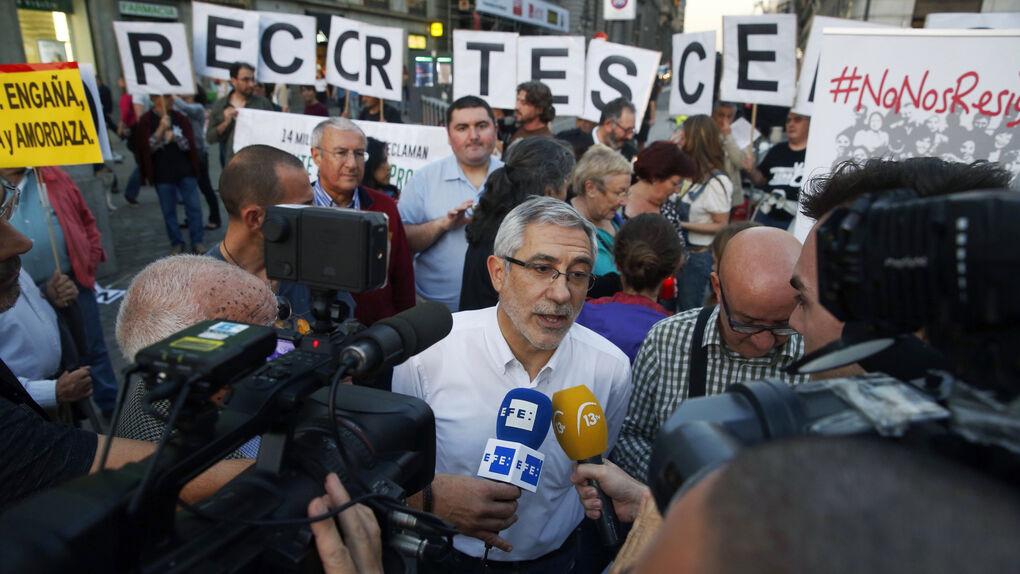 Llamazares (IU) no reúne ni a 200 manifestantes en su 'No nos resignamos'