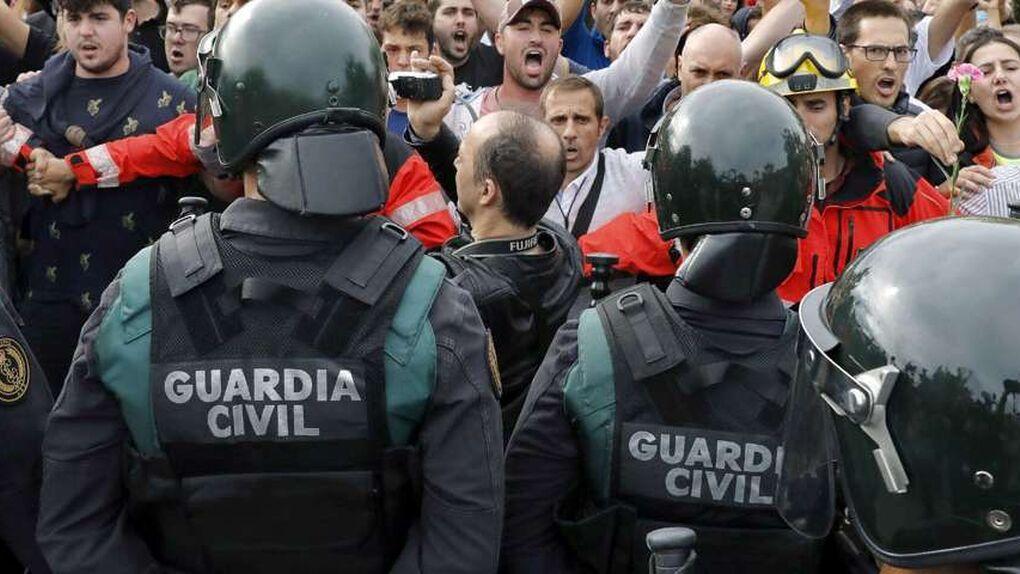 """Archivan una causa contra mossos que se enfrentaron a la Guardia Civil el 1-O: """"Fue un mínimo forcejeo"""""""