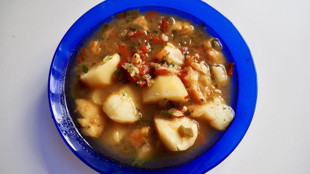 Guiso de bacalao con patatas: un plato de cuchara con un toque picante (si quieres)