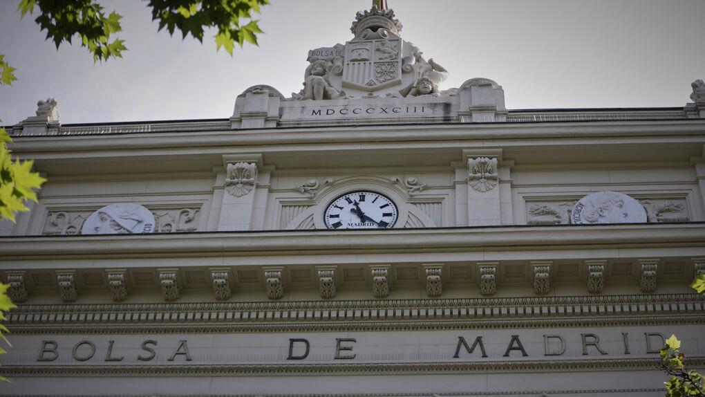 El Ibex 35 rebota un 2,06% al cierre gracias a los bancos