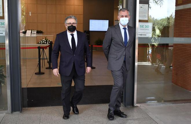 El político Juan Ignacio Zoido durante el entierro de Blanca Crusset en Sevilla