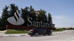 El Santander, condenado a pagar 1,7 millones a un cliente por acciones del Popular