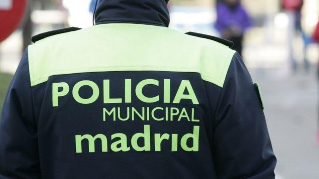 Imagen de un agente de la Policía Municipal de Madrid, cuya campaña de vacunación comienza este jueves.