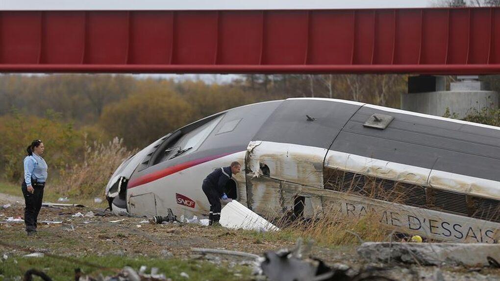 Francia: diez muertos al descarrilar un tren de alta velocidad en pruebas