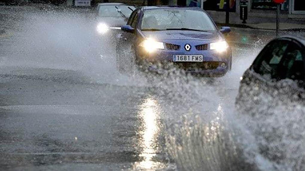 Cataratas y carreteras inundadas en Canarias tras la entrada de una borrasca