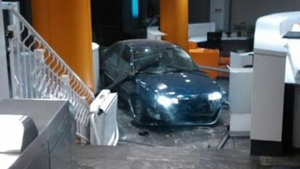 Condenan a cinco años al hombre que estrelló su coche contra la sede del PP
