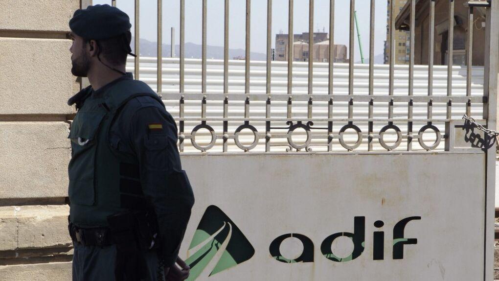 Adif readmite por segunda vez a un directivo que se embolsó un millón de euros en 'mordidas'