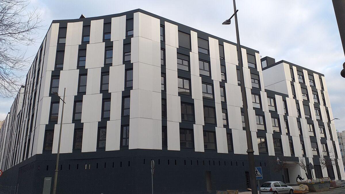 Avintia y Tectum montan el primer edificio de viviendas prefabricadas de España