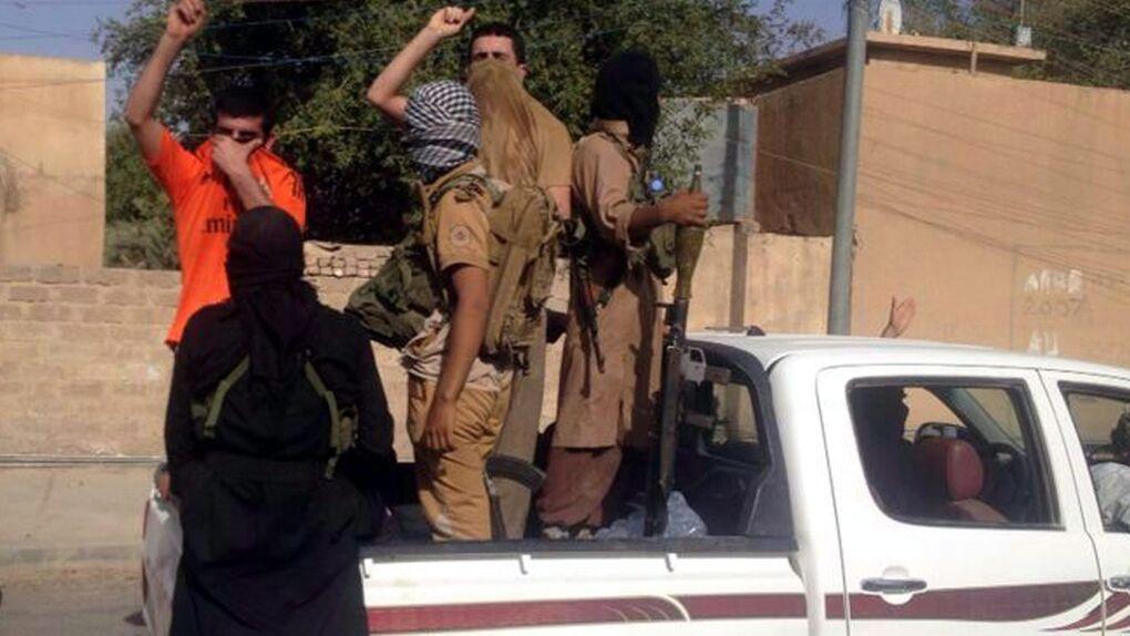 Radicales islámicos enloquecen en Mosul mientras sus líderes proclaman el Estado Islámico