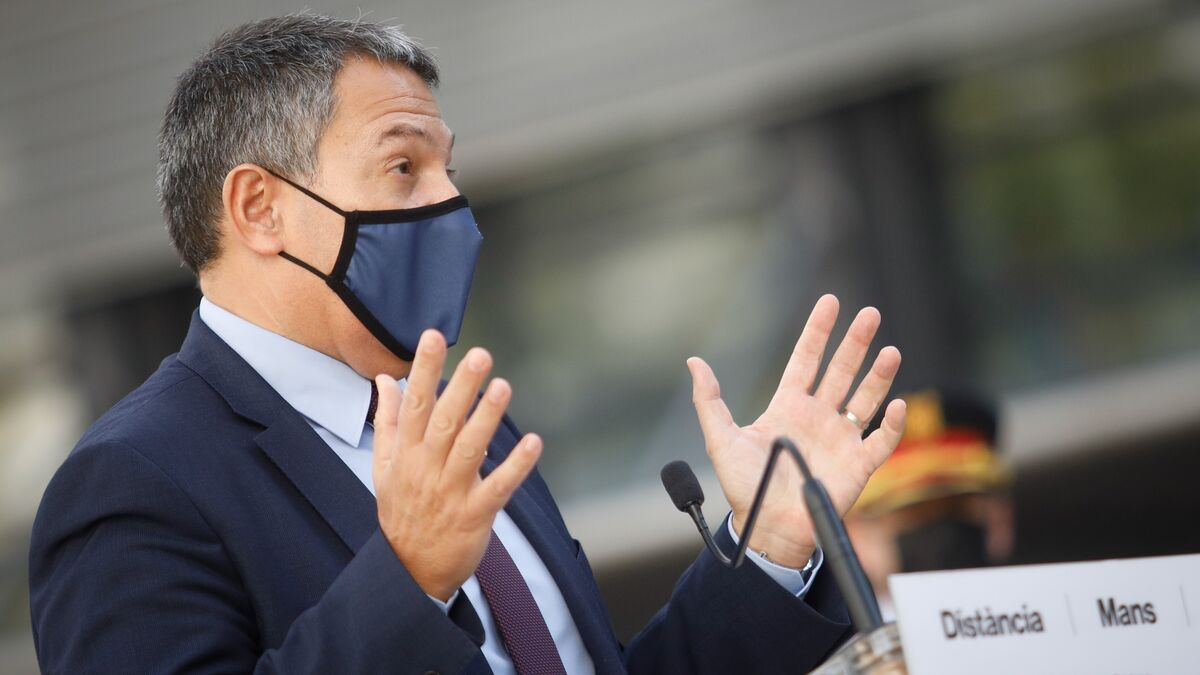 Denuncian al conseller del Interior por prevaricación por los 10 mossos que protegen la casa de Puigdemont