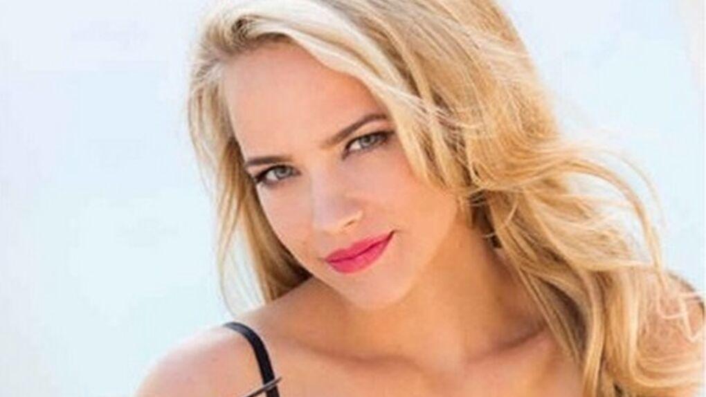 Jessica Barth posa en bikini para la revista 'Playboy'