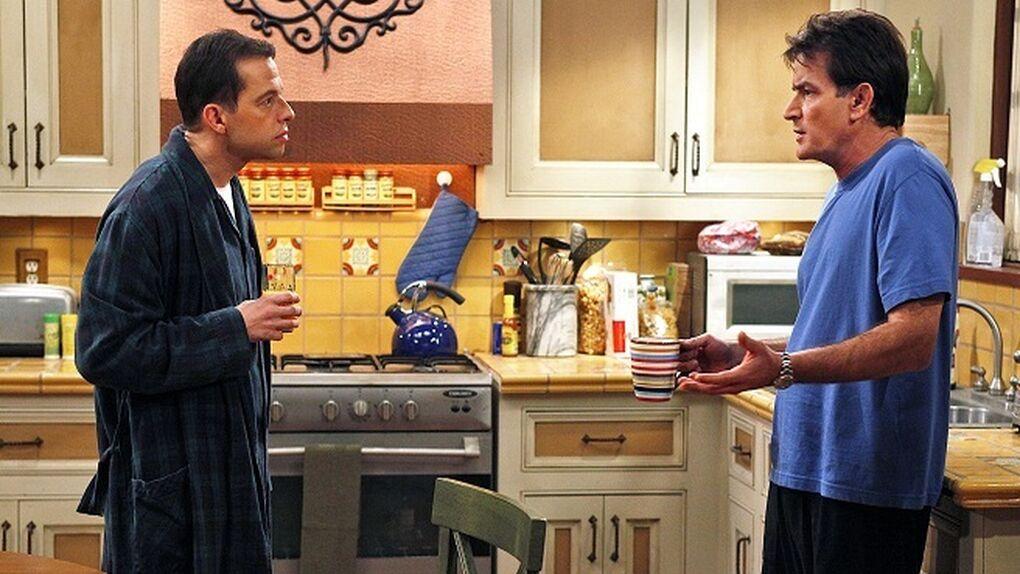 Jon Cryer se cansa y destapa los vicios de Charlie Sheen
