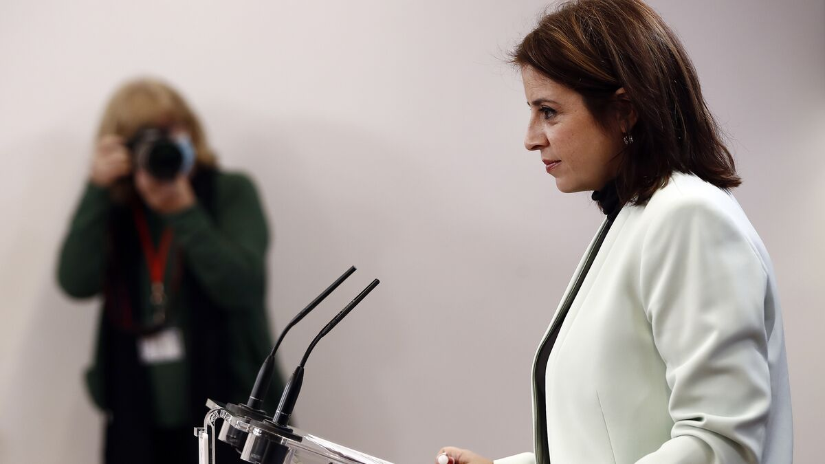 """Adriana Lastra rebate a los históricos críticos del PSOE: """"Ahora nos toca a nosotros"""""""