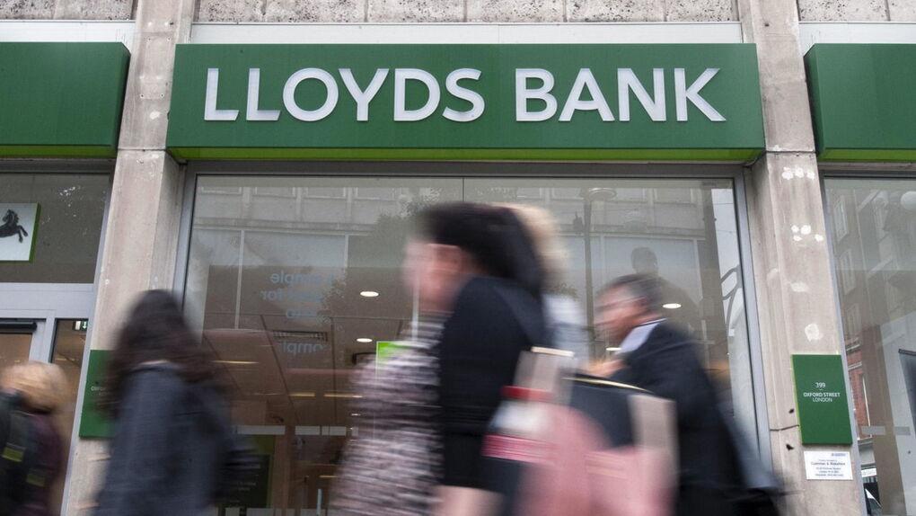 El banco Lloyds prohíbe a su clientes comprar bitcóins con sus tarjetas de crédito