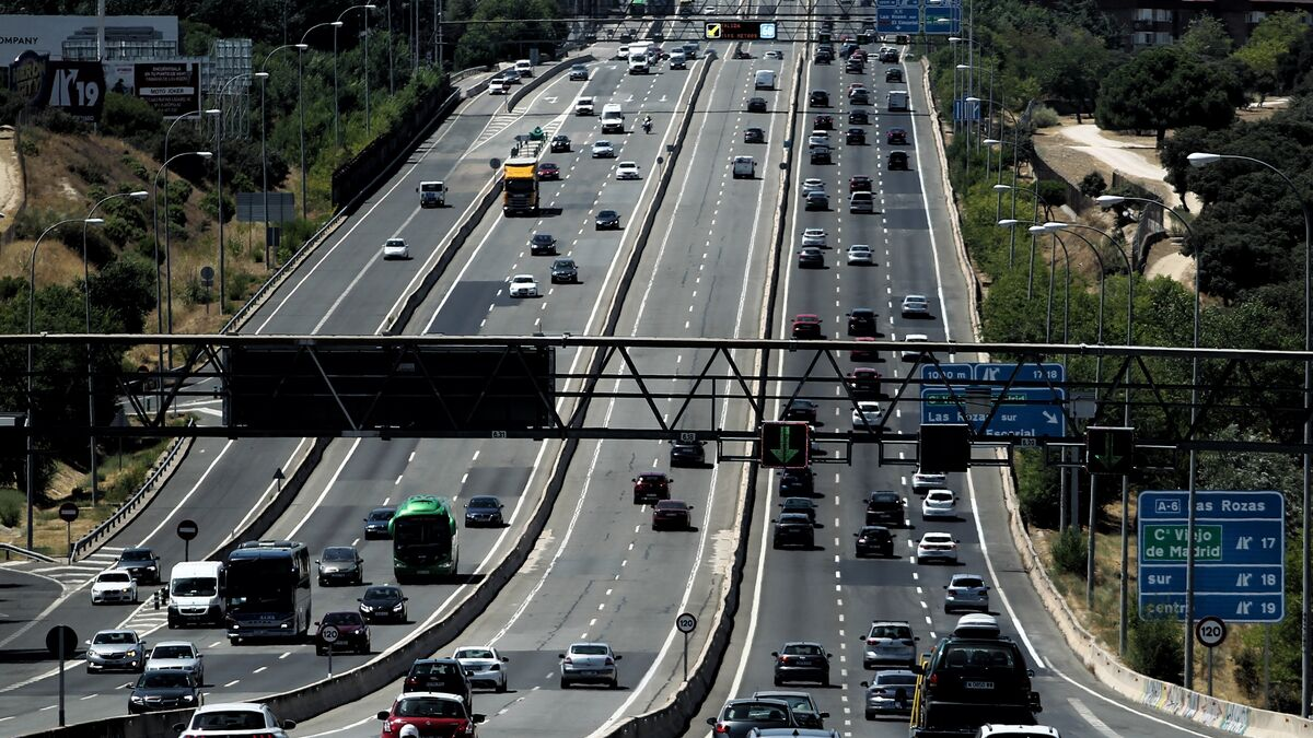 Madrid registra tráfico lento en las salidas de la capital por la A-3, A-4 y A-2