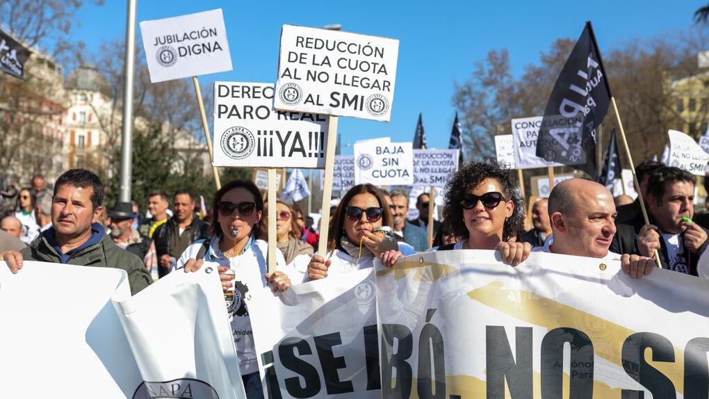 Miles de autónomos exige en Madrid tener derecho al paro y una bajada en sus cuotas