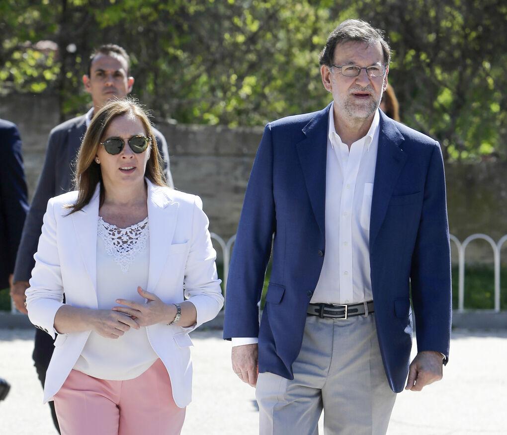Mariano Rajoy y Elvira, unos padres orgullosos en la graduación de su hijo mayor