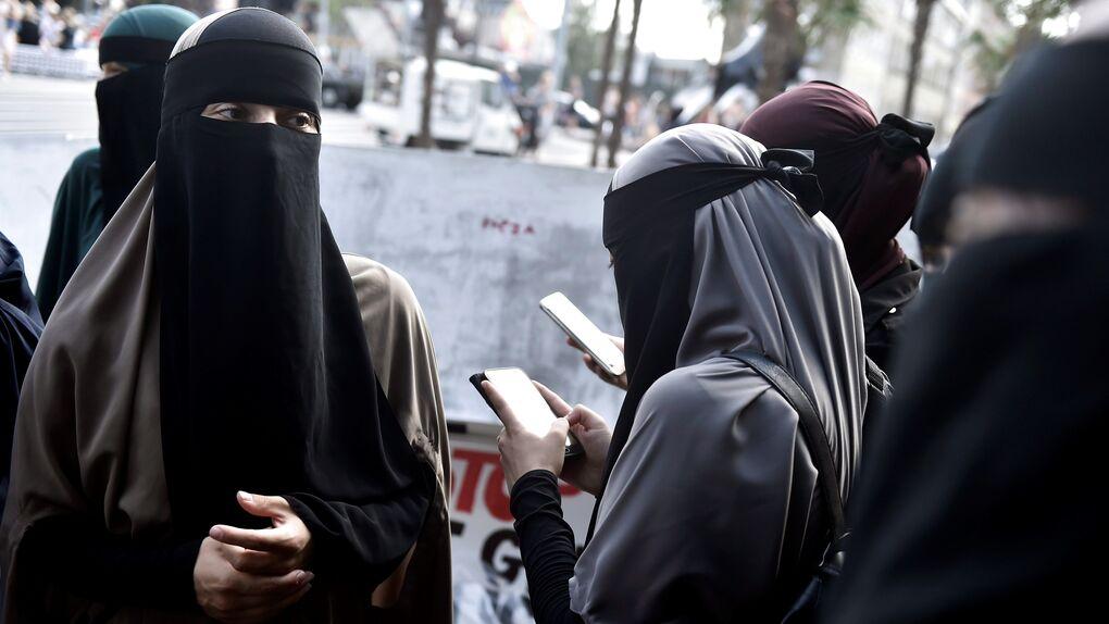Holanda prohíbe el uso del burka en medio de una gran polémica