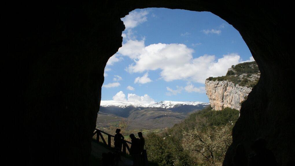 Ojo Guareña, donde el río se come la montaña