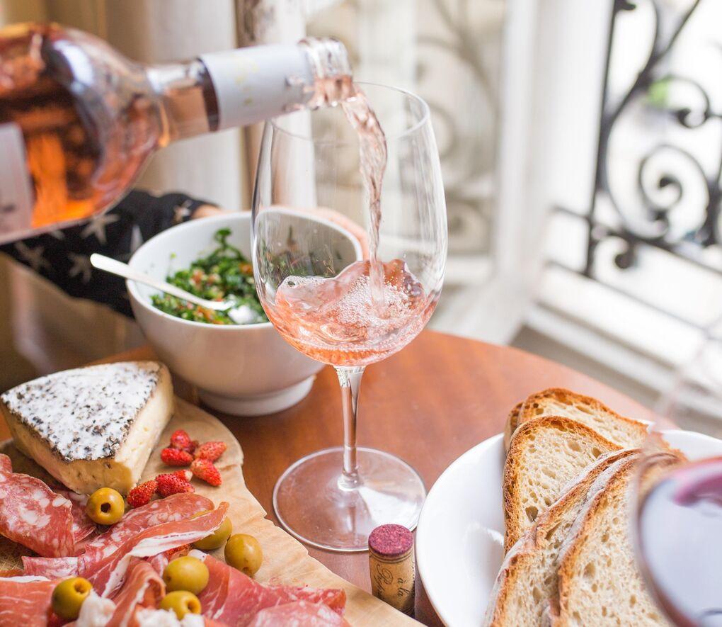 Cada vino tiene su aperitivo: cómo aprender a combinarlos como un experto