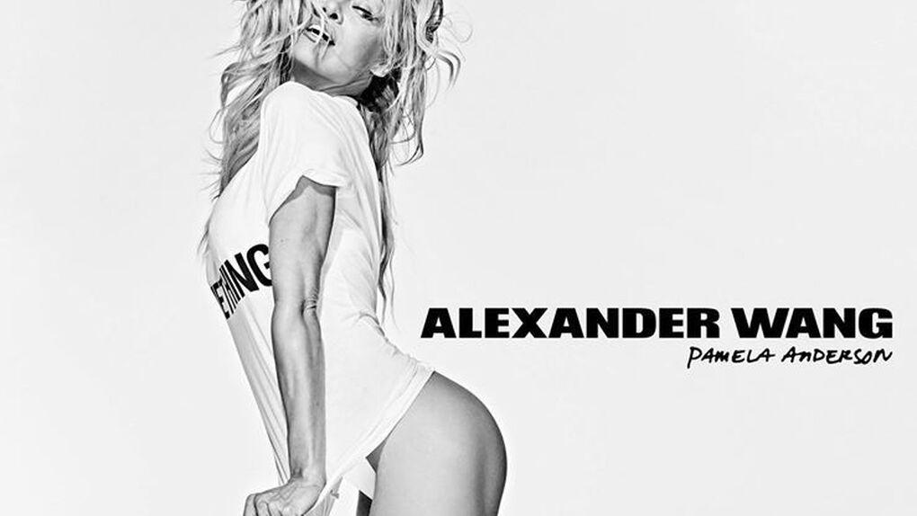 Pamela Anderson luce piernas  y trasero por una buena causa