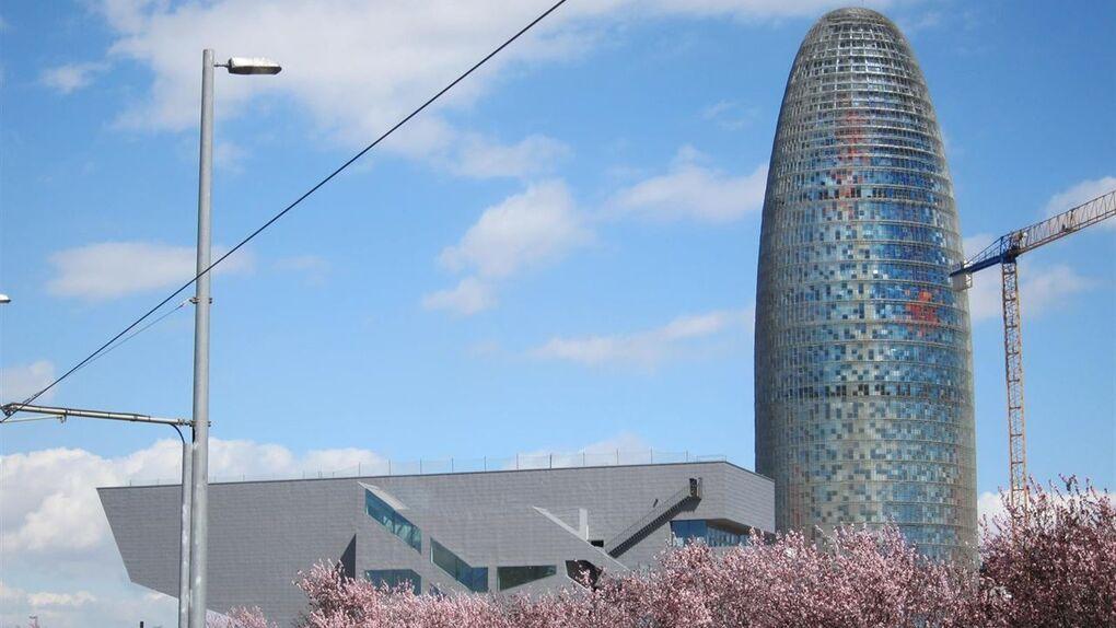El multimillonario Warren Buffet quiere comprar la Torre Agbar por 150 millones