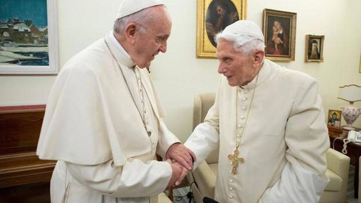 El Papa Francisco y Benedicto XVI reciben la primera dosis de la vacuna contra el coronavirus