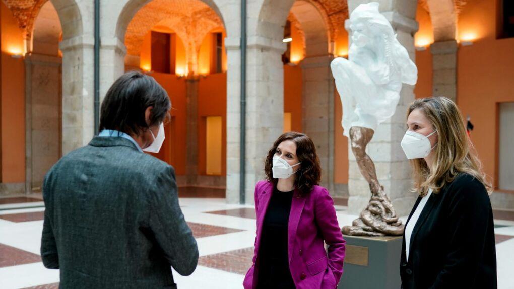"""""""Parece un fantasma cagando"""": críticas contra la escultura 'Héroes del covid-19'"""