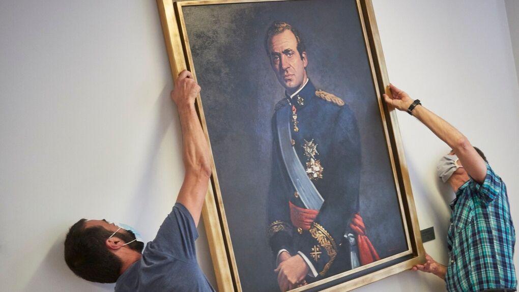 El Parlamento de Navarra retira el retrato del Rey emérito de una de las salas de la Cámara