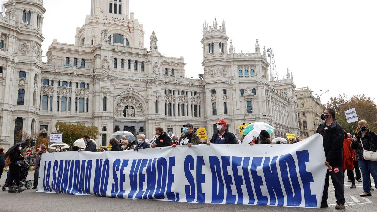 Miles de personas protestan en Madrid en defensa de la sanidad pública