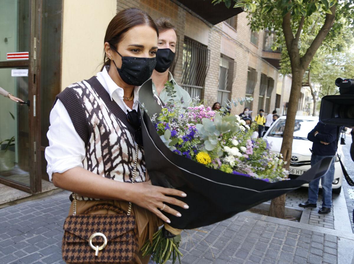 Paula Echevarría ya presume de tripita de embarazada (y de bolso parisino)