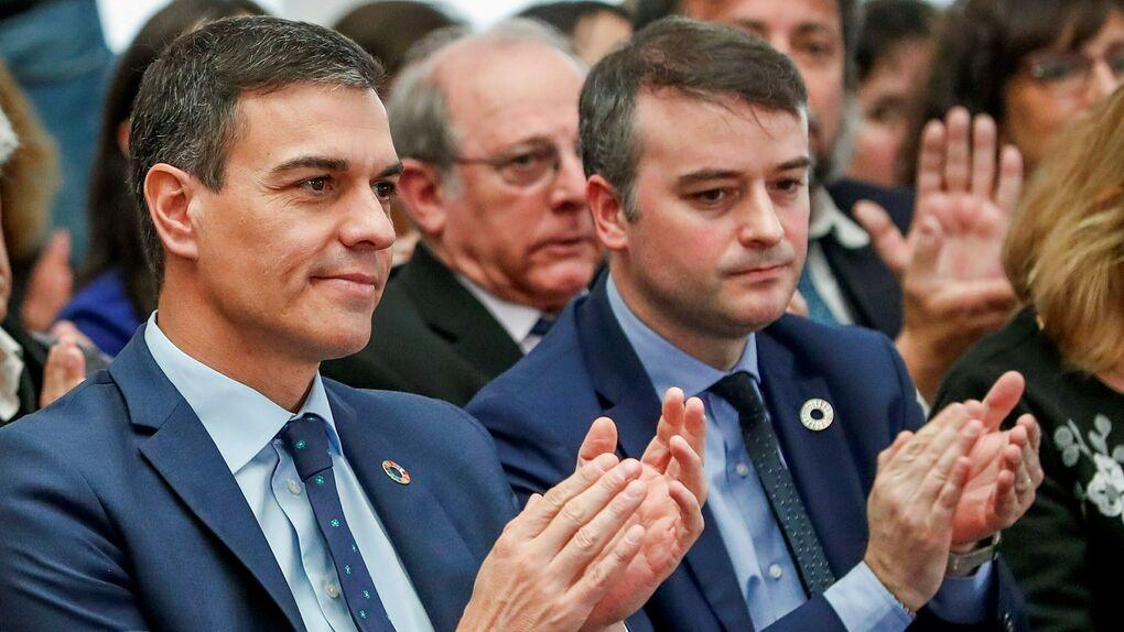 Moncloa recluta por carta más economistas para acelerar el proyecto estrella de Iván Redondo
