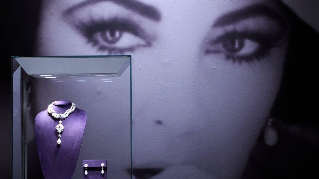 La perla que enfrentó a Elizabeth Taylor con la corona española