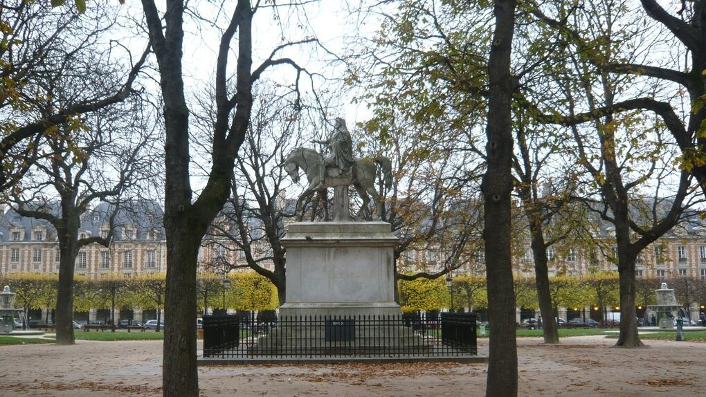 Place des Vosges: la historia de París en su plaza más antigua