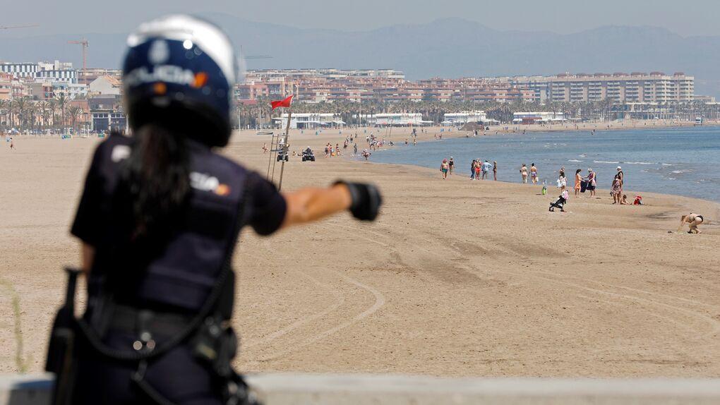 Drones para controlar el aforo, policía o parcelas: los ayuntamientos ultiman la vuelta a las playas