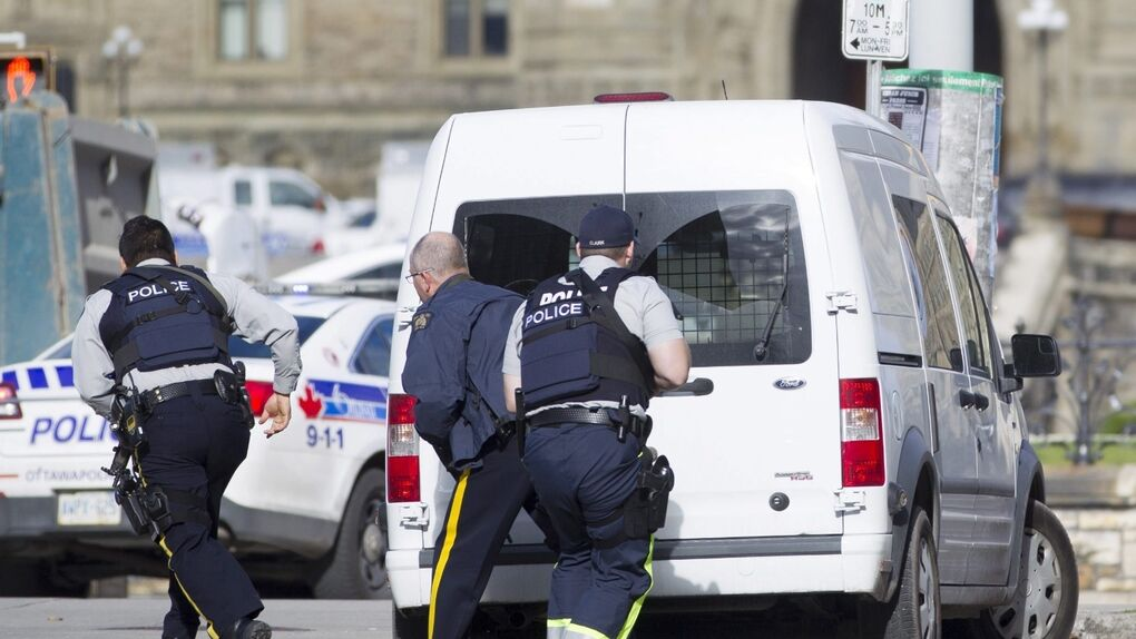 Abatido a tiros un hombre que asaltó armado el Parlamento candiense