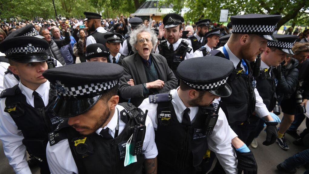 De las armas en EEUU al hermano de Corbyn en Reino Unido: las protestas contra el confinamiento en otros países