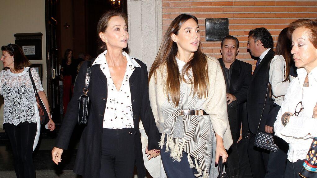 Isabel Preysler y otros VIP asisten al funeral por la madre de Cari Lapique