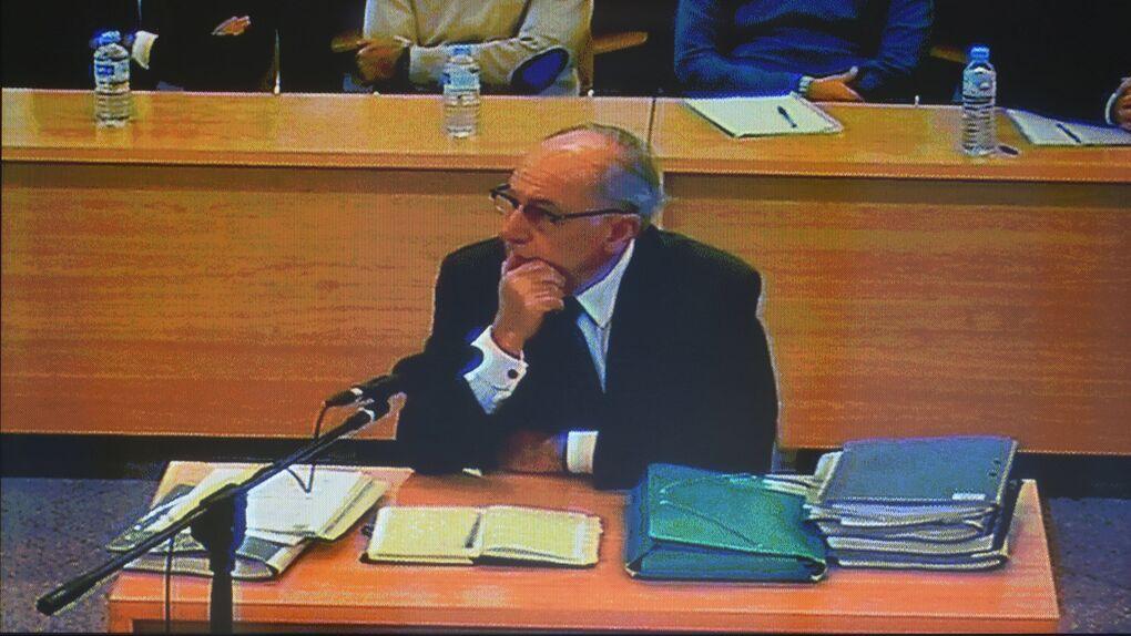 El juez ve indicios para acusar a Rato por aprovecharse de la publicidad de Bankia