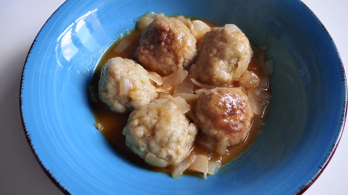 Receta de albóndigas de choco en salsa, un plato típico de Huelva