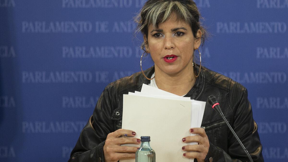"""Teresa Rodríguez urge a la Junta a retirar su anuncio del 28-F que """"ignora"""" la bandera y el """"dialecto"""" andaluz"""