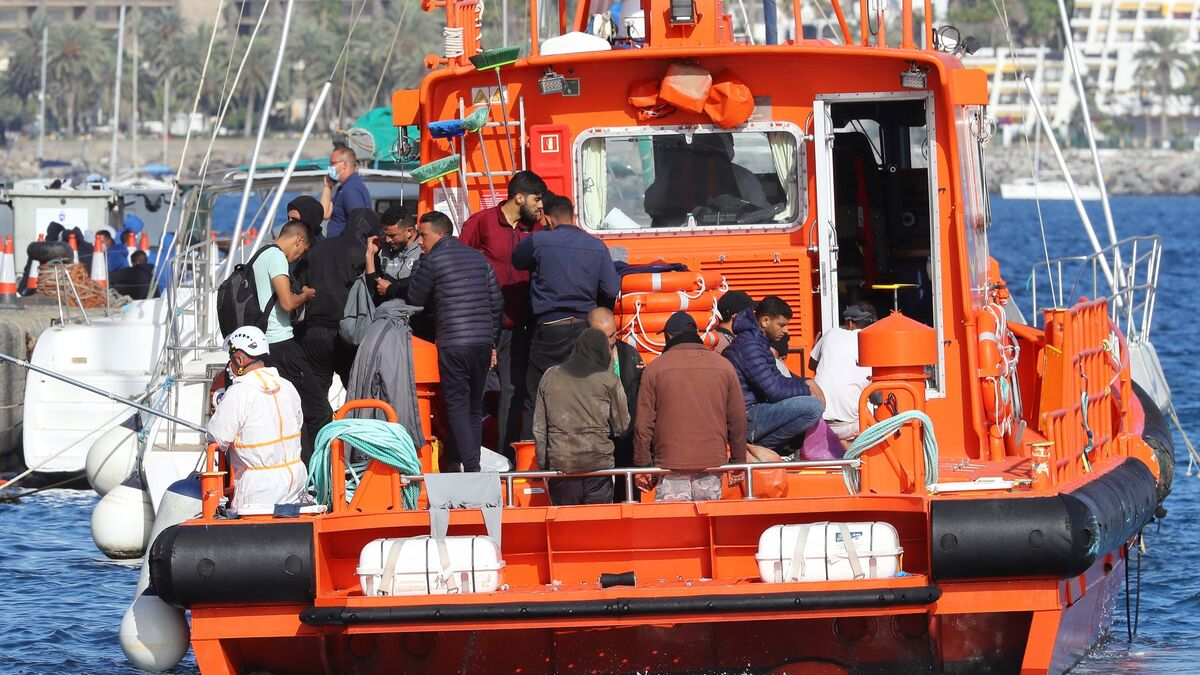 Salvamento Marítimo traslada a Arguineguín (Gran Canaria) a 180 inmigrantes