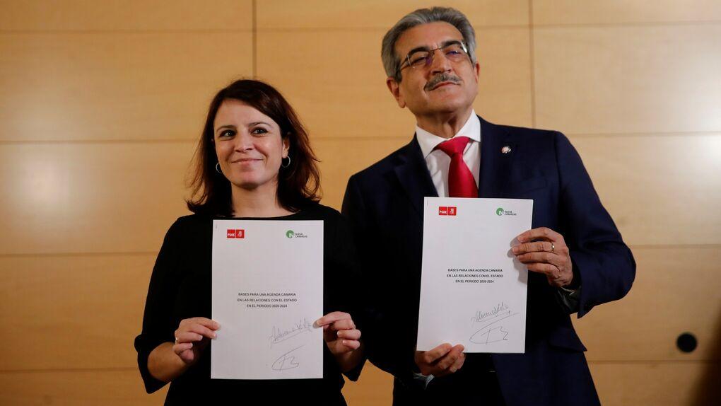 Adriana Lastra y Román Rodríguez firman el acuerdo PSOE-Nueva Canarias para la investidura
